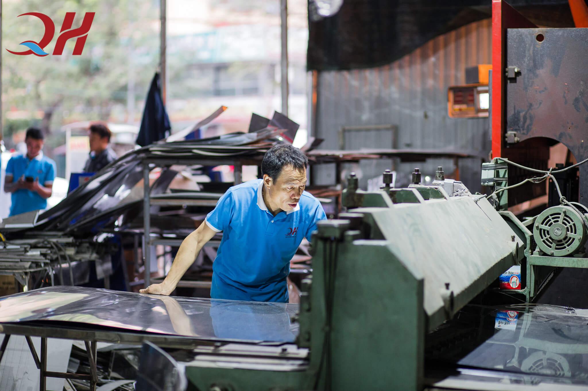 máy ép nước mía được sản xuất ngay tại xưởng Quang Huy