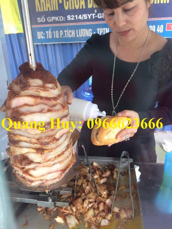 Ngoài ra bạn có thể thưởng thức bánh mì Doner Kebab tại các hàng quán vỉa hè