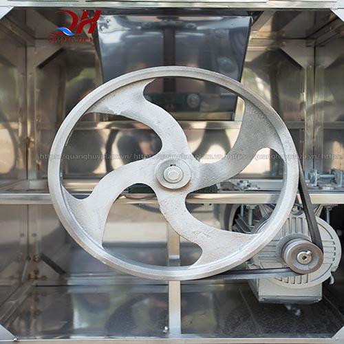 Động cơ bên trong máy làm lông dê