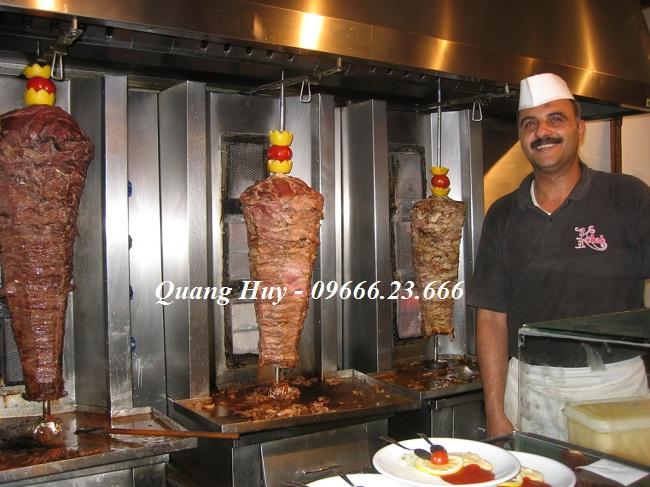 Thịt được xiên thành những trục như thế này