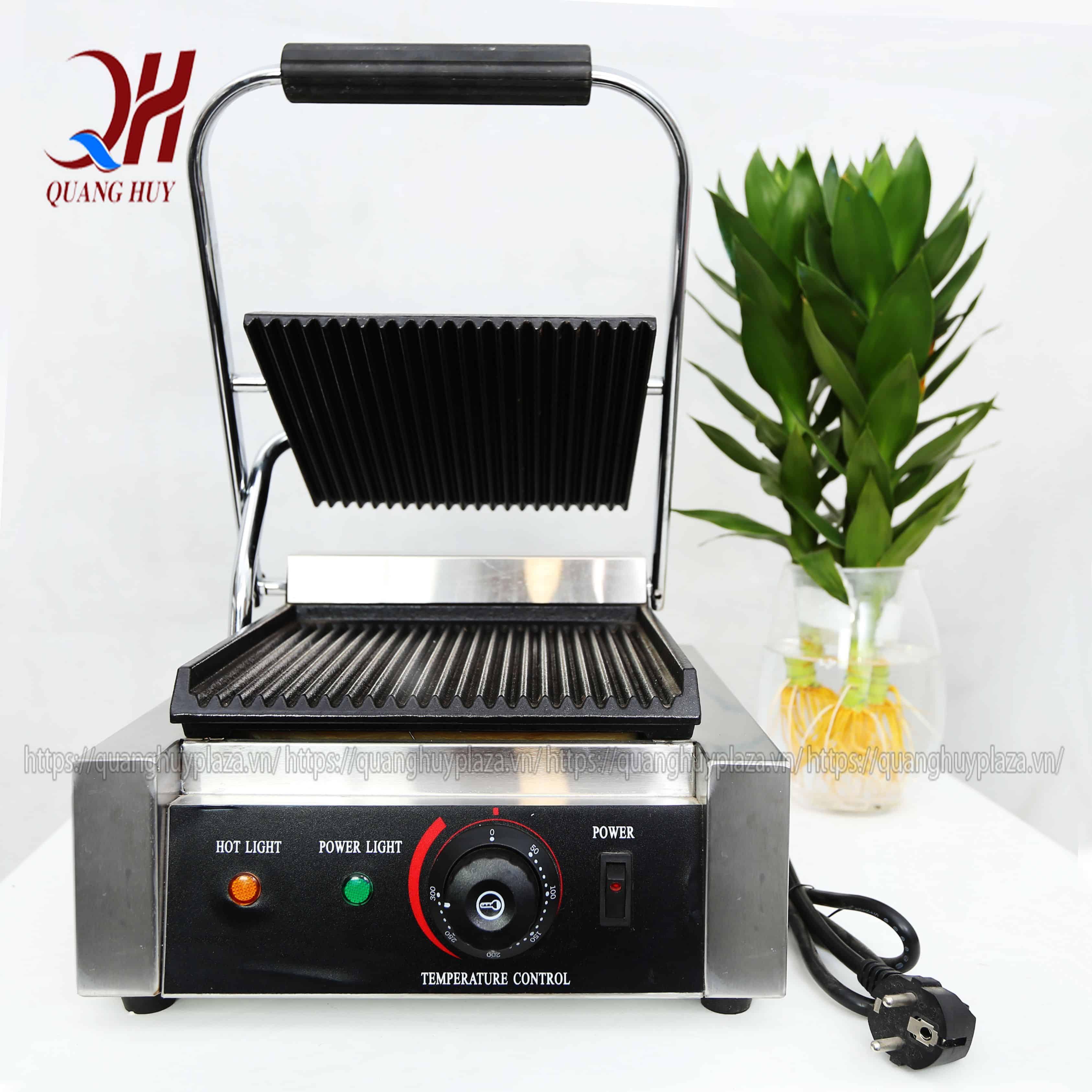 Bạn có thể tham khảo máy ép bánh mì Quang Huy để giúp chiếc bánh nóng giòn hơn