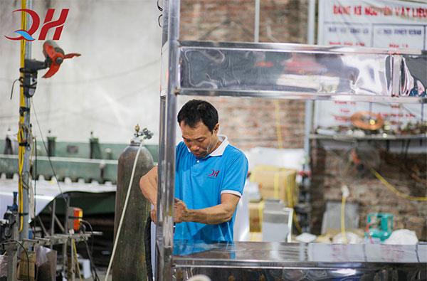 Đội ngũ sản xuất lành nghề tại Quang Huy