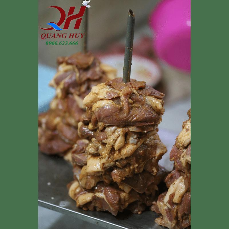Cây thịt Doner kebab đã được tẩm ướp sẵn