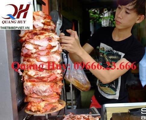 Công đoạn làm phần nhân thịt bánh mì Doner kebab