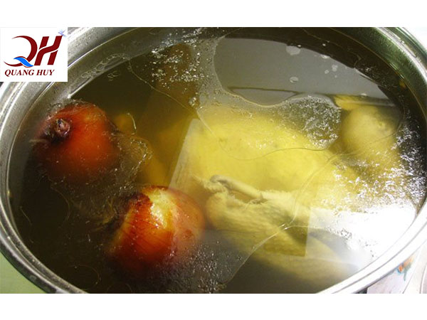 Nước dùng trong vắt khi nấu bằng nồi điện nấu phở