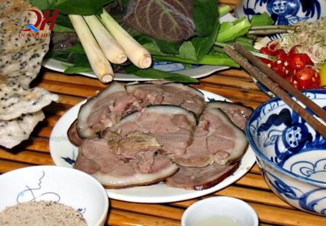 Dù có nhiều món ăn khác nhau nhưng thịt chó đều rất đắt khách