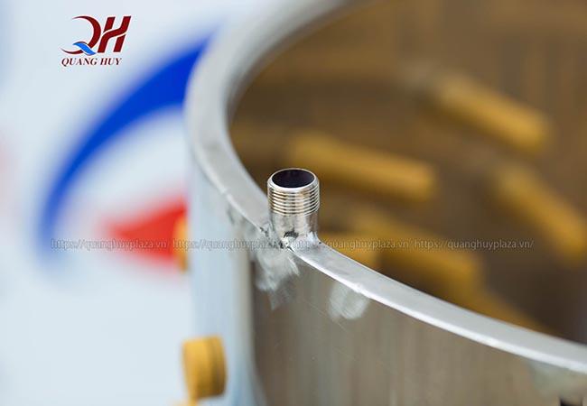 Ống dẫn nước máy vặt lông gà con