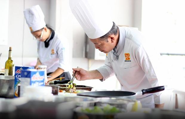 Đi học hỏi nhiều cách nấu món ăn khác nhau