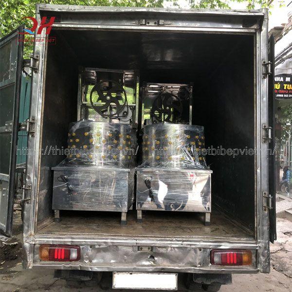Quang Huy giao máy làm lông gà cho khách hàng