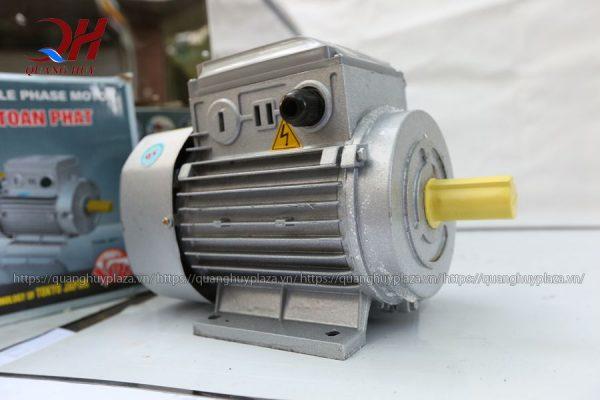 Phải chọn loại máy vặt lông gà vịt inox, có hệ thống điện và motor an toàn, bền bỉ