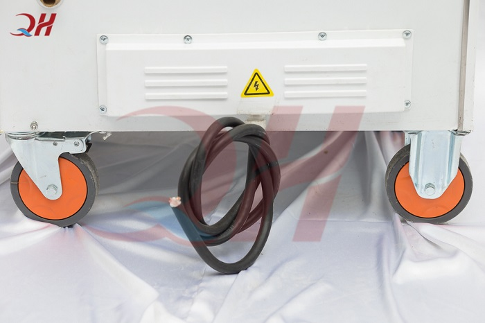 Bánh xe di chuyển và nguồn điện