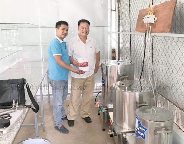 Khách đặt nồi điện nấu phở Quang Huy