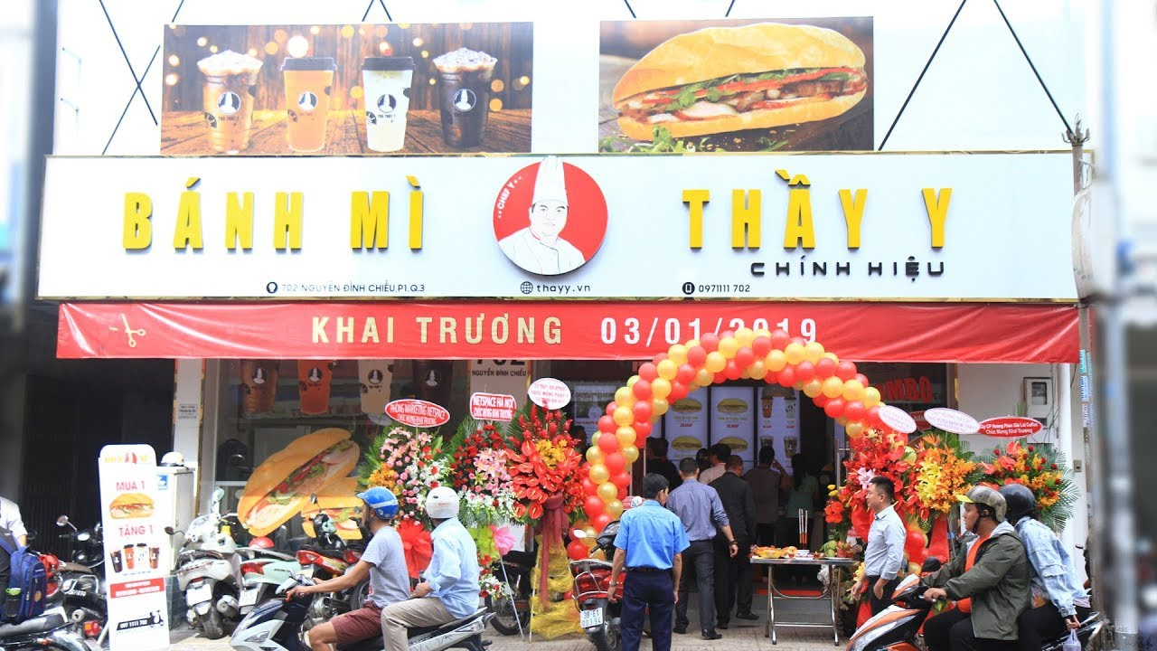 Xe bánh mì nổi tiếng Sài Gòn - Bánh mì Thầy Y