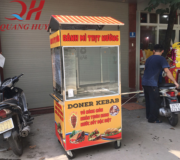 Xe bánh mì thịt nướng Quang Huy thiết kế tiện lợi