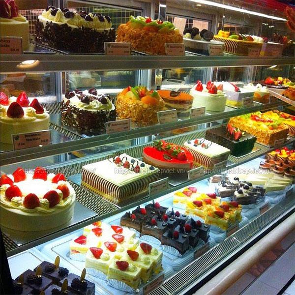 Tủ trưng bày bánh kem, bánh ngọt