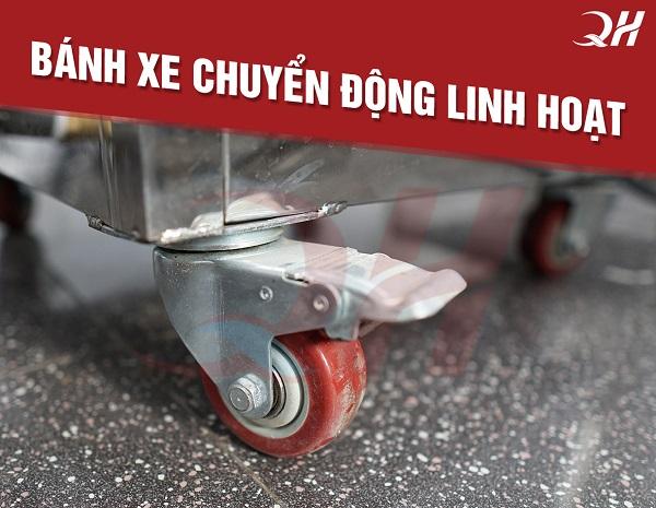 Bánh xe di chuyển dễ dàng và có chốt an toàn khi cố định 1 chỗ
