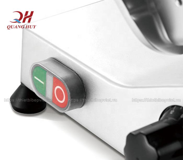 Máy dễ sử dụng nhờ công tắc bật tắt đơn giản