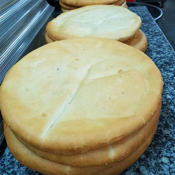 Nướng bánh chín vàng đều hai mặt