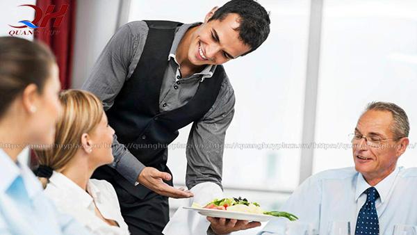 """Bạn nên nhớ """"khách hàng là thượng đế"""""""