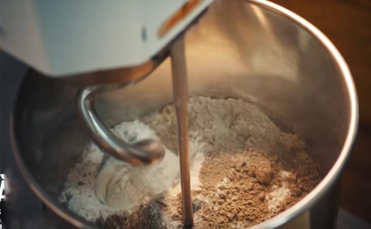 Làm bánh mì đen cũng rất dễ dàng và nhanh chóng