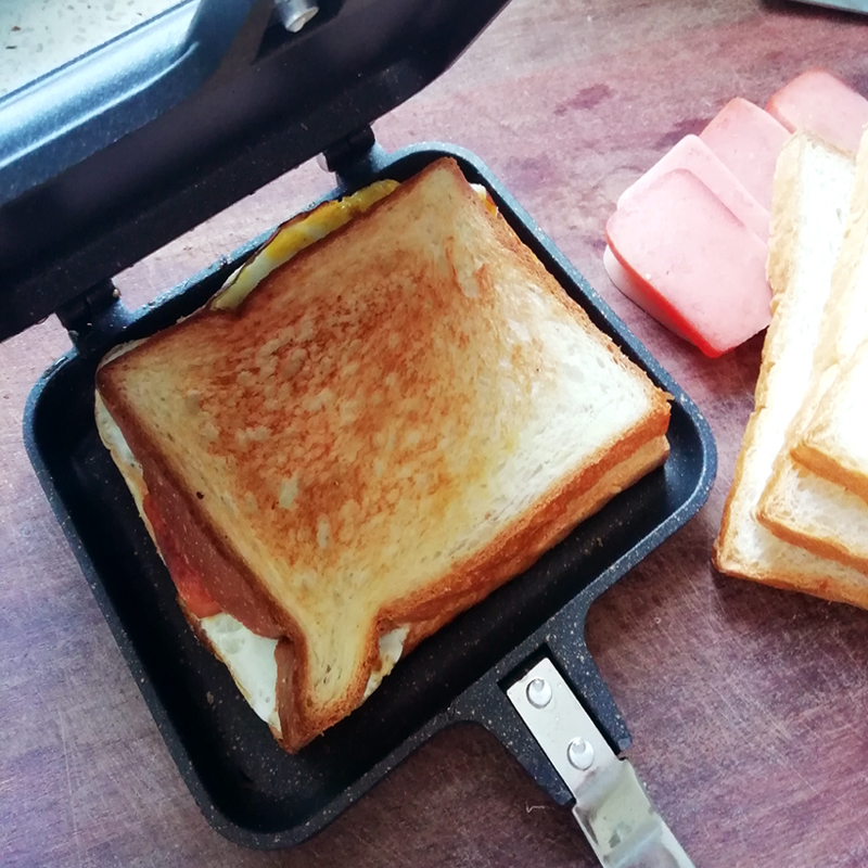 Làm nóng bánh mì nhờ chảo chống dính
