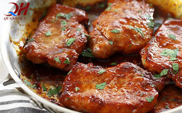 Phần thịt heo cốt lết cho món cơm tấm của bạn