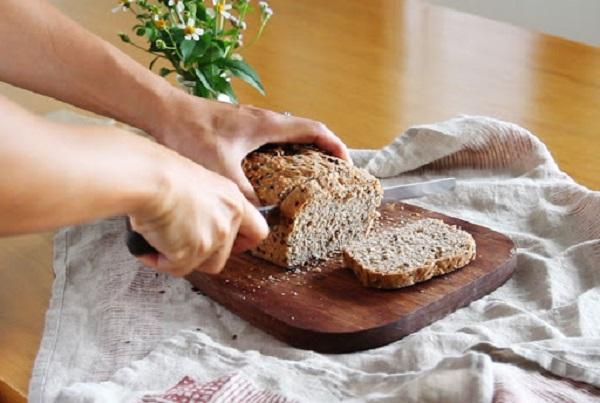 Cách ăn bánh mì không tăng cân