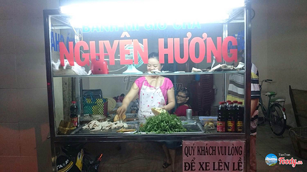 Tiệm bánh mì chả cá Nguyên Hương