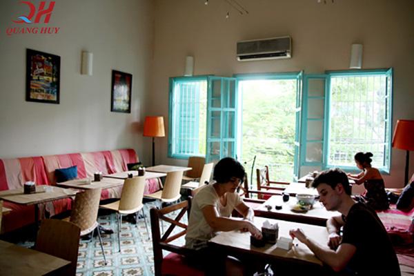 Bạn có thể vừa ăn cơm, vừa uống cà phê với bạn bè và nghỉ ngơi tại đây