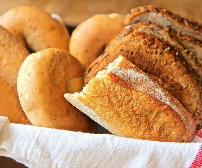 Chia sẻ cách làm bánh mì cũ nóng giòn chỉ trong tích tắc