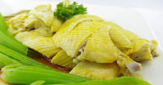 Hoàn thiện xong món gà hấp hành thơm ngon
