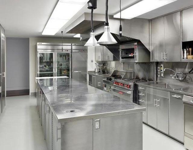 Không gian bếp sạch sẽ, chuyên nghiệp
