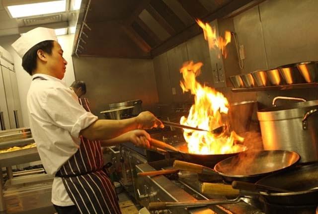 Bếp xào công nghiệp thiết bị bếp quan trọng trong nhà hàng bếp nấu