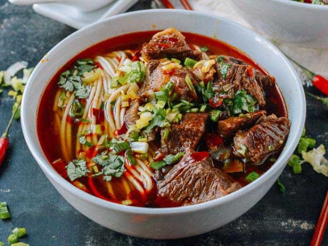 Cách nấu phở bò sốt vang Hà Nội