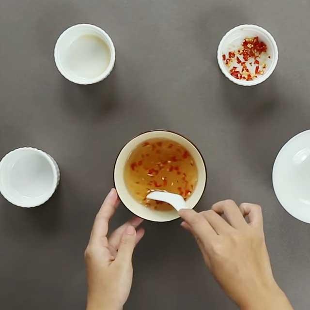 Làm nước mắm chua ngọt, hướng dẫn pha nước chấm bánh cuốn