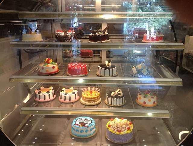 Tủ trưng bày bảo quản được nhiều loại bánh