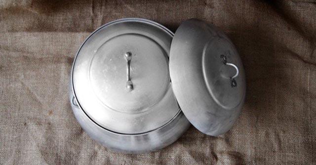 Vật liệu nhôm giữ nhiệt kém, nồi tráng bánh cuốn bằng nhôm